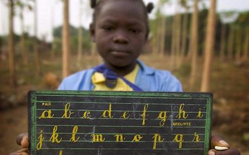 """Man rợ hủ tục """"là ngực"""" phụ nữ ở Cameroon"""
