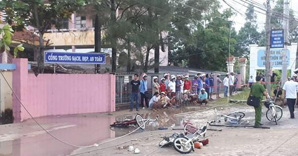 Vụ 6 học sinh bị điện giật trước cổng trường: Mọi người gào thét trong bất lực
