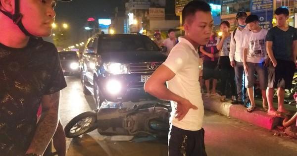 Hà Nội: Cô gái đi xe máy bị ô tô cố vượt đèn đỏ đâm trọng thương