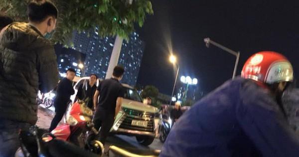 Thanh niên đi SH bị đập tơi tả vì cầm mũ bảo hiểm đánh người ngồi trên ô tô Lexus