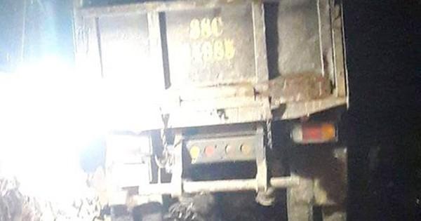 Nữ sinh lớp 10 bị xe tải cuốn vào gầm