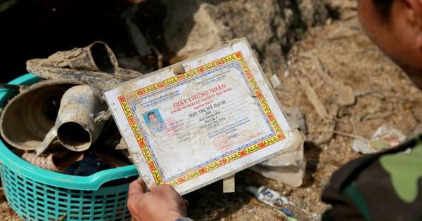 Người dân làng chài Nha Trang bới tìm tài sản trong đống đổ nát
