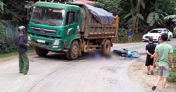 Va chạm với xe tải, vợ tử vong, chồng nguy kịch