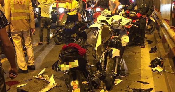 """Ẩu đả, tai nạn giao thông liên tiếp trong đêm đi """"bão"""" mừng chiến thắng của đội tuyển Việt Nam"""
