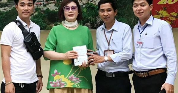 Nữ khách Hàn Quốc nhận lại ví có 70 triệu đồng bỏ quên ở Ngũ Hành Sơn
