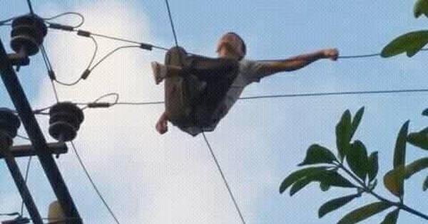 """Người đàn ông leo lên cột điện tự tử bị cả làng """"chửi"""" vì làm mất điện ngày nắng nóng"""