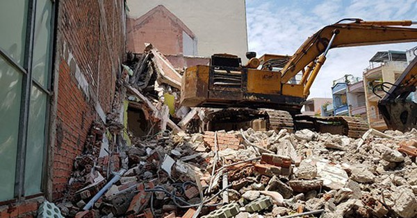 Sập nhà 2 tầng đang tháo dỡ, 3 người thương vong