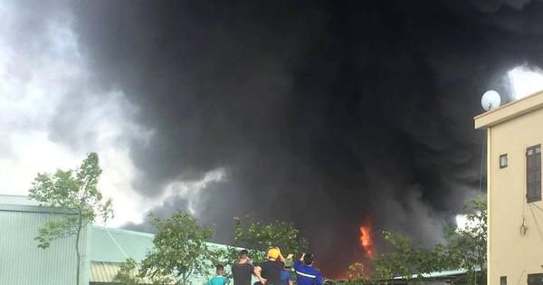 Quảng Ninh: Đang cháy lớn tại công ty nhựa thông