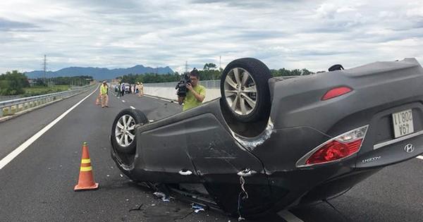 Ôtô chở thai phụ lật ngửa trên cao tốc Đà Nẵng – Quảng Ngãi