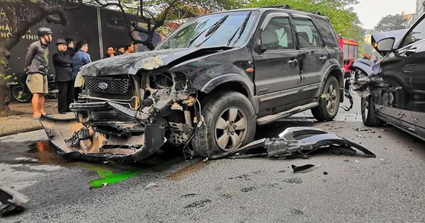 Ôtô 7 chỗ tông liên hoàn trên phố, một người tử vong