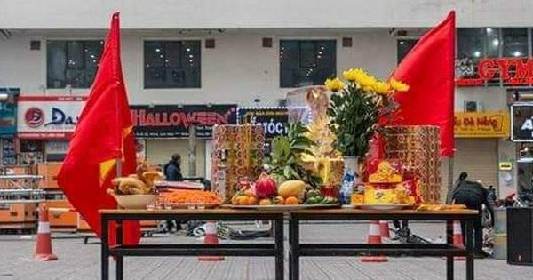 Hà Nội: Cư dân HH Linh Đàm cúng xôi gấc, gà luộc cầu may cho U22 Việt Nam giành chức vô địch