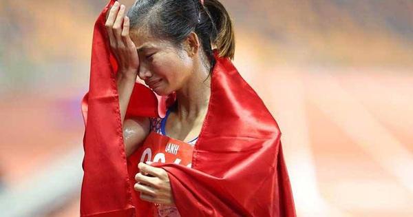 """Bố mẹ của nữ VĐV điền kinh giành 3 HCV rồi ngã gục tại SEA Games: """"Chỉ mong con cố gắng vì màu cờ sắc áo chứ không mong tiền mang về"""""""