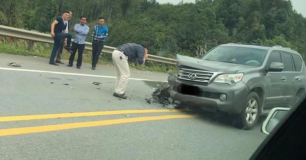 Va chạm trên cao tốc, xe Lexus vỡ bánh, trẻ sơ sinh thoát nạn