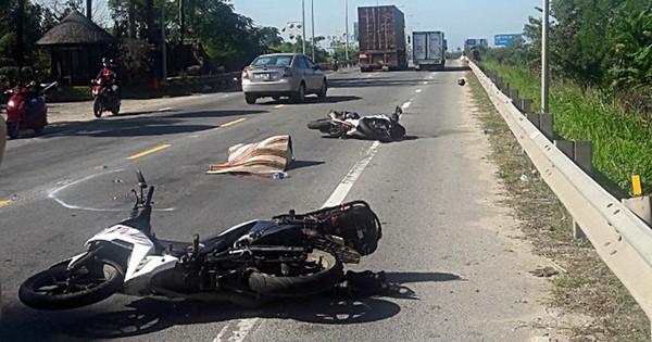 Nữ du khách nước ngoài tử vong khi 2 xe máy của đoàn phượt va chạm với xe container ở Quảng Nam