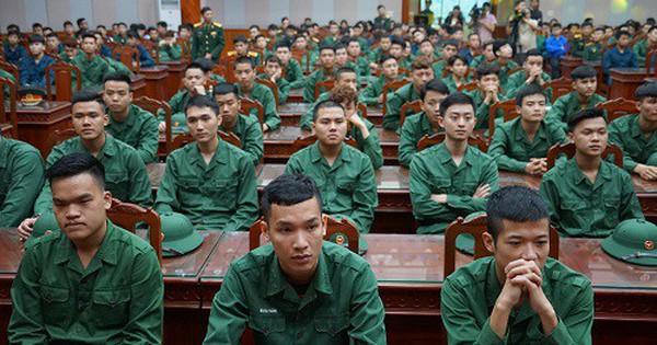 """Bộ Quốc phòng yêu cầu """"đánh giá tỉ mỉ"""" chiến sĩ nhập ngũ có hình xăm"""
