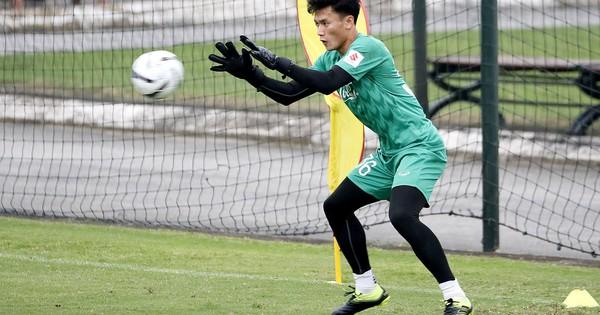 Bùi Tiến Dũng có nguy cơ mất chỗ chính thức ở U23 Việt Nam?