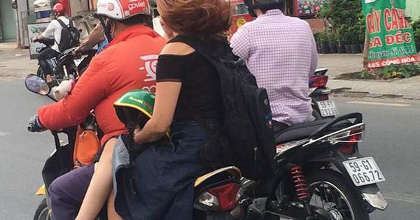 Ngồi trên xe ôm, chỉ bằng một hành động cô gái khiến cả phố ngoái lại nhìn