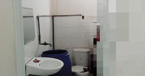 Tá hỏa phát hiện người đàn ông treo cổ tự tử trong nhà vệ sinh bưu điện