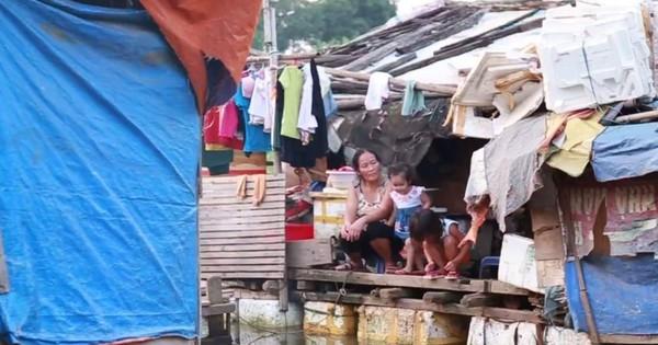 Cuộc đời cơ cực của người mẹ đơn thân nuôi 4 con thơ bên mé sông Hồng