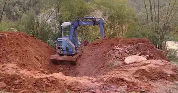 Phát hiện thi thể phụ nữ bị lấp dưới giếng bỏ hoang