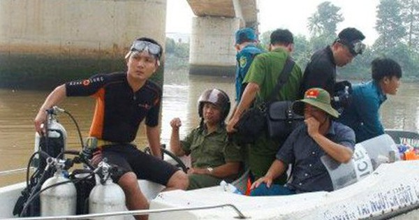 Người đàn ông chở vợ lên giữa cầu rồi nhảy sông Sài Gòn mất tích