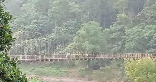 """Phát hiện thi thể nam thanh niên treo lơ lửng giữa cầu sau khi hỏi người dân """"có cây cầu nào gần đây không?"""""""