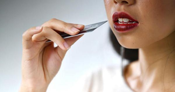 Lượng nhựa con người ăn vào mỗi tuần đủ để ép một thẻ ngân hàng