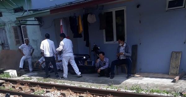 Hải Phòng: Hàng xóm phát hiện thi thể người đàn bà điên chết trong nhà