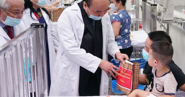 Thủ tướng Nguyễn Xuân Phúc trao Huân chương Độc lập Hạng Nhì cho Bệnh viện Nhi T.Ư
