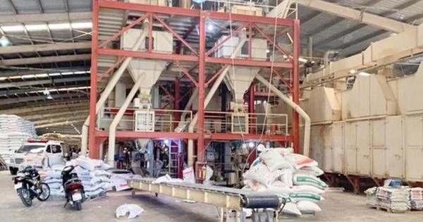 Hãi hùng công nhân chết thảm vì bị cuốn vào trục máy trộn cám
