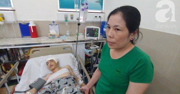 """Con trai bị tai nạn dập não, bố chỉ nói câu """"đang bận"""" rồi cúp máy, người mẹ nghèo bật khóc giữa bệnh viện"""