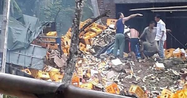 Thanh Hóa: Tai nạn kinh hoàng, xe tải chở bia tông vào cột bê tông khiến 2 người tử vong tại chỗ