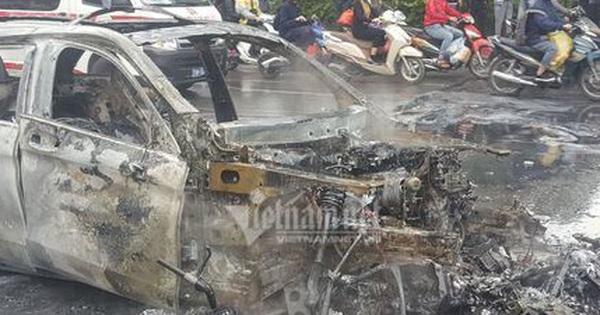 Ô tô và 3 xe máy cháy rực trên đường Lê Văn Lương, 1 người chết