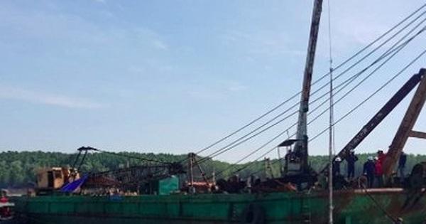 Điều tra nguyên nhân khiến 3 thợ lặn mất tích khi trục vớt tàu chở container chìm trên sông Lòng Tàu