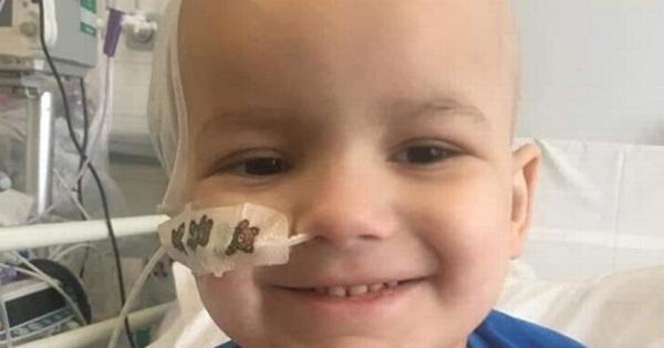 Bé trai bị sốt cao, đang đi thì ngã khuỵu, bố mẹ không ngờ con bị u não dù bác sĩ chỉ chẩn đoán là sốt thông thường
