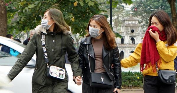 Hà Nội tiến hành xử phạt 200.000 đồng đối với những người ra đường không đeo khẩu trang