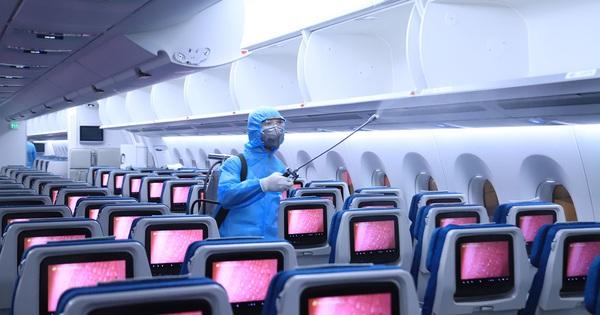 Khách đi máy bay phải ngồi cách ít nhất 1 ghế