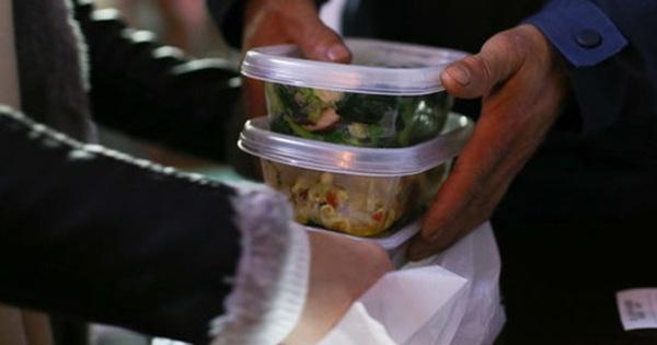 Gọi đồ ăn về nhà mùa dịch, ai cũng cần biết những nguyên tắc sau để COVID-19 không ghé thăm nhà bạn