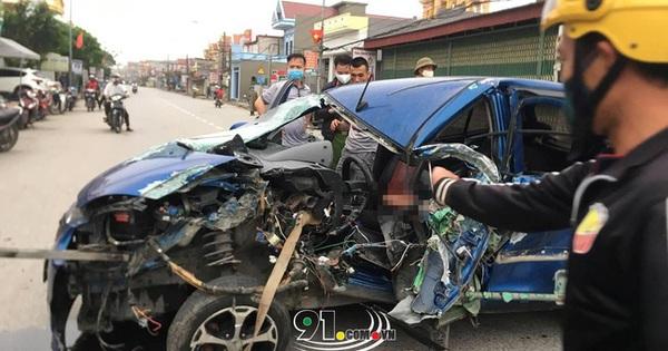 Ô tô con tông lật xe 3 bánh chở sắt, nhiều người bị thương nặng, hiện trường vụ tai nạn khiến nhiều người ám ảnh