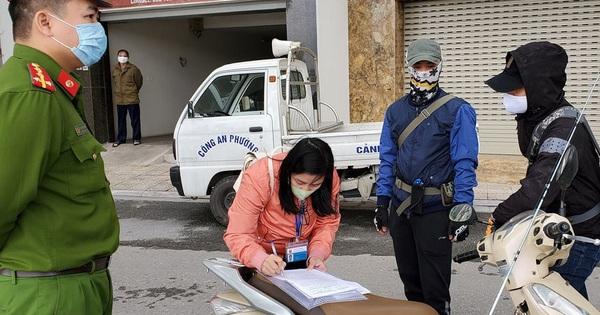 3 người đầu tiên ở Hà Nội bị phạt 200.000 vì ra đường không cần thiết