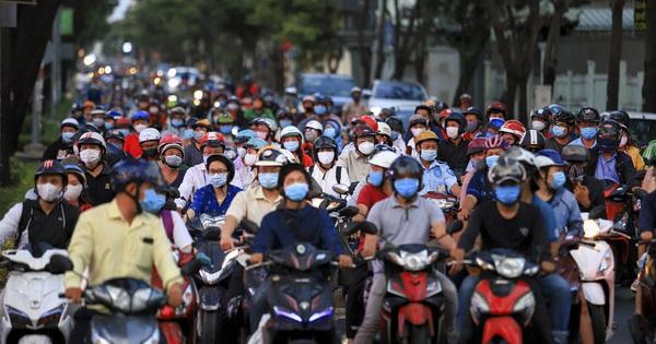 Đường phố TP.HCM đông đúc trong thời gian cách ly toàn xã hội