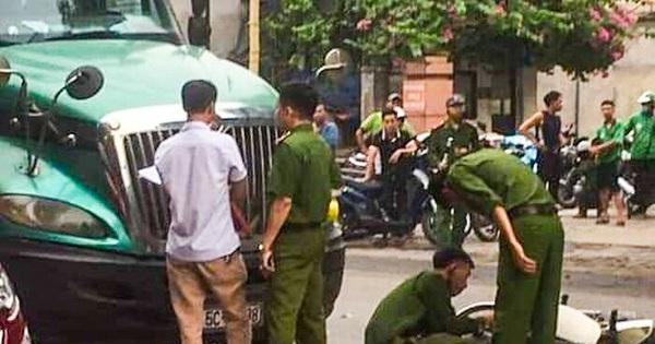 Va chạm mạnh với xe đầu kéo, một chiến sĩ công an tử vong
