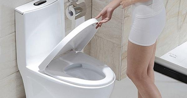 """5 việc ai cũng làm khi ở trong nhà vệ sinh mà không ngờ có thể khiến bạn """"trả giá"""" bằng nhiều loại bệnh tật đáng sợ"""