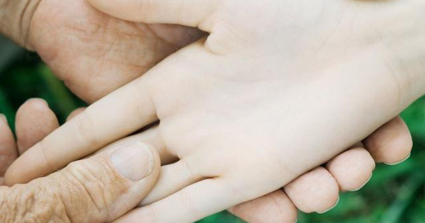 """3 dấu hiệu bất thường ở bàn tay cho thấy dạ dày đang """"kêu cứu"""", ở độ tuổi nào cũng cần làm ngay 4 việc để ngăn cản ung thư hình thành"""