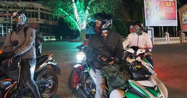 Hàng nghìn người đi xe máy xuyên đêm vượt 500-800km về quê đón Tết