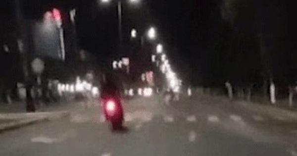 Lái xe qua đường giữa đêm khuya, người đàn ông bị xe máy tông tử vong