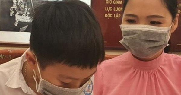 """Bé 8 tuổi ủng hộ hết tiền tiết kiệm để """"các bác Chính phủ"""" chống dịch"""