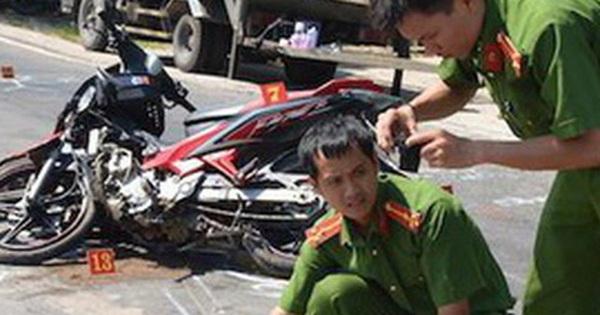 Hai người đàn ông tử vong cạnh chiếc xe máy vỡ nát