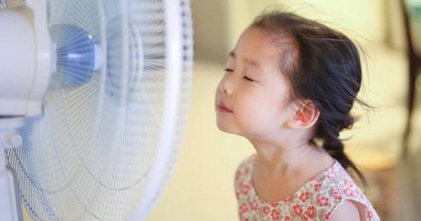Cô bé 10 tuổi bị liệt mặt do sai lầm khi sử dụng quạt mùa hè của bố mẹ: Bác sĩ chỉ ra 4 sai lầm cần phải bỏ ngay để tránh rước bệnh cho cả nhà!
