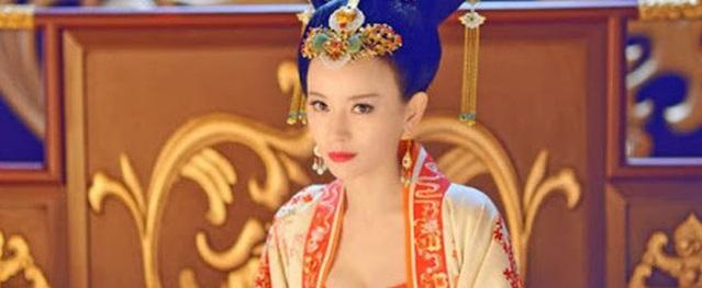 Hoàng hậu tài mạo song toàn có xuất thân ly kỳ: Ra đời từ mối quan hệ kỳ quặc, được 2 Hoàng đế sủng ái nhưng lại tư thông với nam sủng